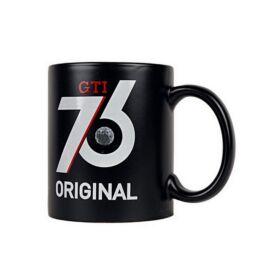 """Volkswagen bögre """"GTI 76 ORIGINAL CLASSIC PARTS"""" fekete 2018"""