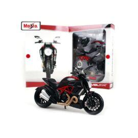 Ducati Diavel Carbon Modelkit fekete/piros modell 1:12