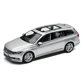 Volkswagen Passat Variant 2014 modell autó 1:43 ezüst