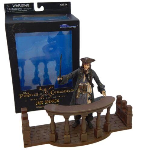 "PIRATES OF THE CARIBBEAN ""Jack Sparrow"" figura & dioráma"